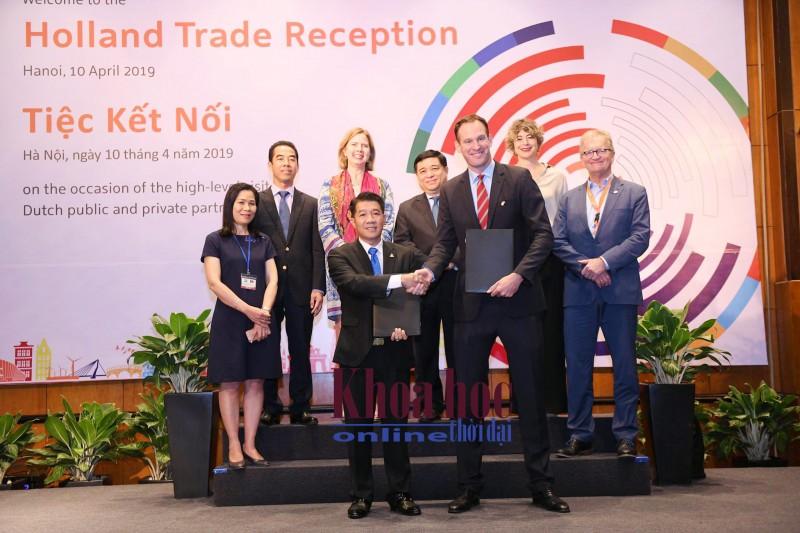 Lễ ký kết biên bản ghi nhớ về thoả thuận liên doanh hợp tác giữa Công ty TNHH De Heus (Hà Lan) và Tập đoàn Hùng Nhơn (Bình Phước) đã thành công tốt đẹp.