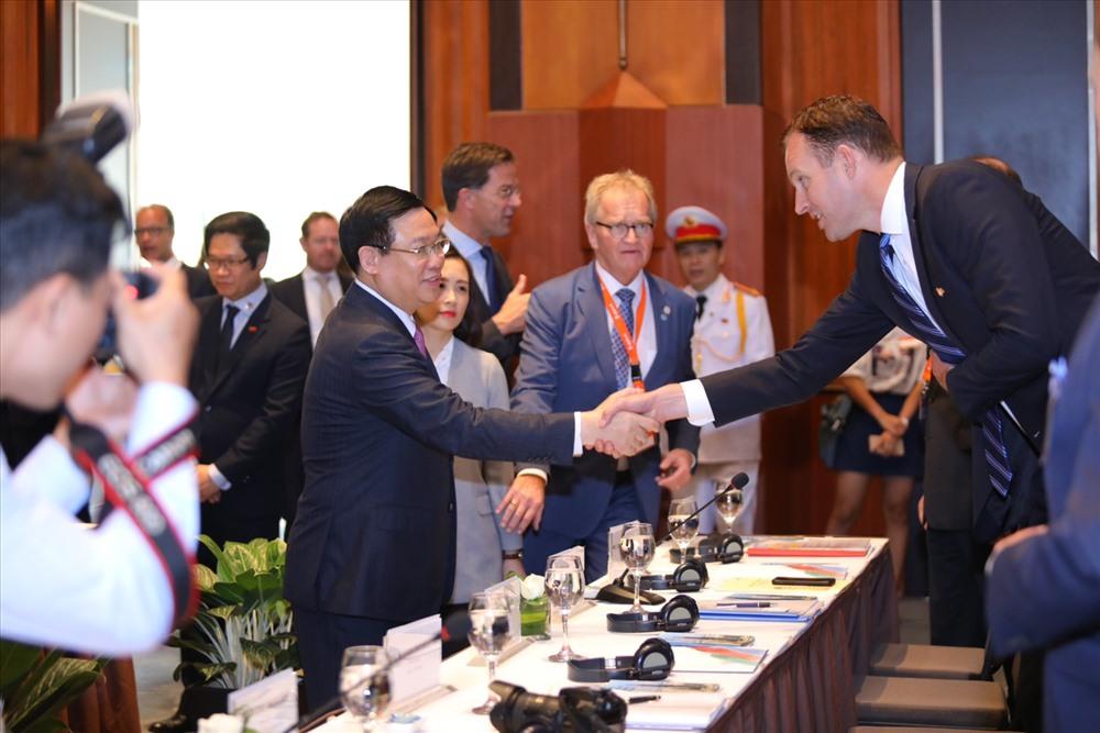 Chiều ngày 9.4, tại hội thảo về phát triển nông nghiệp, Phó Thủ tướng Chính phủ Vương Đình Huệ (trái) và ông Gabor Fuit (bìa phải). Ảnh: V.M.H